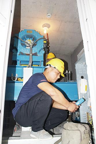 市房产管理局举办电梯应急救援演练培训班