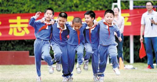 山东要求:校园体育活动每天不少于一小时开放体育设施